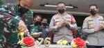 Personel Polres Metro Jakarta Barat 'Geruduk' Makodim 0503 JB Rayakan HUT TNI