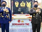 Kapolri Jenderal Listyo Sigit Prabowo (kanan) bersama Panglima TNI Marsekal Hadi Tjahjanto (kiri) - foto: Istimewa