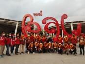 Kepala Dinas Pendidikan Kepemudaan dan Olahraga Provinsi Bali Dr. IKN Boy Jayawibawa menyambut kedatangan Kontingen PON di Bandara I Gusti Ngurah Rai - foto: Istimewa