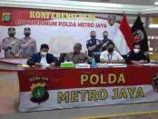 Kabid Humas Polda Metro Jaya Kombes Pol Yusri Yunus memberikan keterangan pers terkait pengungkapan Resmob Ditkrimum Polda Metro Jaya - foto: Istimewa