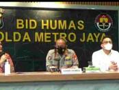 Kabid Humas Polda Metro Jaya memberikan keterangan pers terkait pembobolan rekening 14 nasabah Bank BTPN - foto: Istimewa