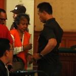 Margriet C. Megawe dalam sidang perdana kasus pembunuhan Engeline di PN Denpasar, Kamis. 22 Oktober 2015 - foto: Koranjuri.com