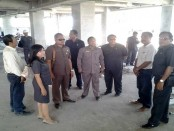 Ketua dan anggota komisi DPRD Kabupaten Gianyar melakukan sidak proyek di sejumlah tempat di kabupaten seni itu - foto: Koranjuri.com