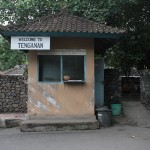 Gerbang untuk memasuki kawasan desa Bali Aga, Tenganan Pegringsingan di Kabupaten Karangasem, Bali - foto: Koranjuri.com