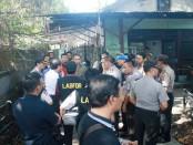 Labfor melakukan olah TKP di rumah korban jalan Sedap Malam No 26, Sanur, Denpasar, Rabu (10/6/2015) - Foto: Koranjuri.com