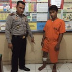 Kapolsek Denpasar Selatan Kompol Nanang Prihasmoko bersama Aloysius Gonsaga Tasi, pelaku begal yang ditangkap- foto: doc