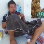 Korban Dimiati tergolek lemah di rumahnya setelah dikeroyok oleh orang tak dikenal