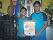 Dua siswa SMP Negeri 1 Denpasar meraih emas dalam kompetisi Internasional ICAS 2015 yang diadakan oleh The University of New South Wales (UNSW) Global Australia - foto: Koranjuri.com