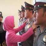 Sebanyak 73 polisi yang bertugas di Purworejo, mendapat 'hadiah' istimewa kenaikan pangkat  di penghujung tahun 2015 - foto: Sujono