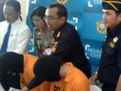 Dua warga asing asal Taiwan dan Inggris diamankan petugas Bea dan Cukai bandara Internasional Ngurah Rai karena membawa narkoba - foto: Suyanto