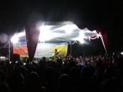 Pentas seni Angguk memukau penonton pada perayaan pergantian tahun di alun-alun Purworejo - foto: Sujono