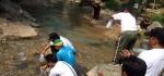 Awali Kegiatan HPN 2016, Pewarta Purworejo Tebar Benih Ikan