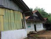 Bedeng-bedeng yang sebelumnya berdiri di eks lokalisasi Gunung Tugel - foto: Sujono/Koranjuri.com