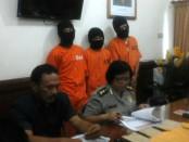 Dari total 48 tersangka narkoba yang ditangkap di wilayah Polda Bali dalam operasi Antik Agung 2016, 3 diantaranya ditahan karena membawa barang bukti (Barbuk) narkoba diatas1 gram. Sesuai Surat Edaran Mahkamah Agung (SEMA) No: 04 tahun 2010 ada klasifikasi, setiap pecandu yang kedapatan membawa kurang dari 1 gram narkotika tidak dilakukan penahanan - foto: IB Alit