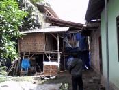 Kondisi kandang ayam yang diprotes warga - foto: Sujono/Koranjuri.com