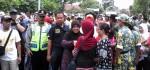 Aksi Wabup Yuli Hastuti Jalan Kaki Pindah Rumah