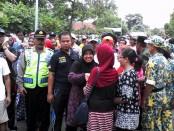 Wabup Yuli Hastuti disambut para pendukungnya di pendopo Kutoarjo - foto: Sujono/Koranjuri.com