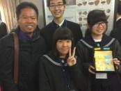 I Nyoman Purnajaya bersama pelajar Jepang saat menjadi reviewer tentang penemuan spesies baru kerang yang sudah memfosil - foto: ist