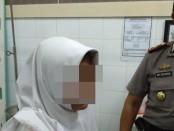 Salah satu siswi sekolah menengah kejuruan yang jadi korban penyiletan orang misterius - foto: ist/Koranjuri.com