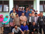 Kunjungan tim monitoring penempatan transmigran Dinsosnakertrans Kabupaten Purworejo ke Kabupaten Kayong Utara, Kalbar, 13-15 April 2016 - foto: ist/