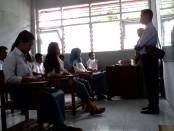 Pelaksanaan ujian nasional kejar paket C di LPKA kelas 1 Kutoarjo, Senin, 4 April 2016 - foto: Sujono/Koranjuri.com