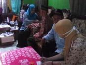 Pengobatan gratis bagi warga Bowokrejo, Pundensari, salah satu kegiatan bakti sosial menjelang muscab, yang dilaksanakan Muhammadiyah Cabang Purwodadi, Sabtu, 14 Mei 2016 - foto: Sujono/Koranjuri.com