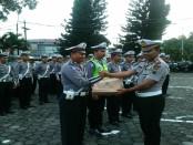 Pemberian reward pada sejumlah anggota Satlantas Polres Purworejo, Sabtu, 30 April 2016 - foto: Sujono/Koranjuri.com