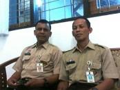 Drs Sutrisno , MSi, Kepala Dinsosnakertrans Kabupaten Purworejo, didampingi Sujana, SH, Kabid Hubungan Industrial dan Wasnaker - foto: Sujono/Koranjuri.com