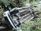 Kecelakaan maut mobil minibus terguling di dasar jurang di wilayah Karanganyar, Jawa Tengah - foto: istimewa
