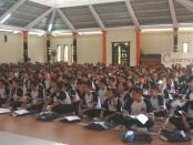 400 siswa baru jalani masa Pengenalan Lingkungan Sekolah (PLS) di SMA Negeri 1 Denpasar - foto: Wahyu Siswadi/Koranjuri.com