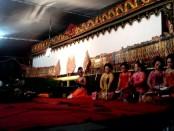 Pementasan wayang kulit dalam rangka sosialisasi 4 pilar MPR, Jum'at malam (22/7), di halaman Pendopo Kabupaten Purworejo - foto: Sujono/ Koranjuri.com