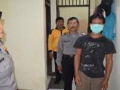 Tersangka pencabulan, Januri, kini ditahan di Mapolsek Purwodadi - foto: Sujono/Koranjuri.com