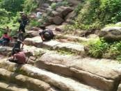 Batuan berundak mirip candi yang ditemukan di bukit pajangan, dukuh Makem Dowo, Sidomulyo, Purworejo. Didiga lebih tua dari Candi Borobudur - foto: Sujono/Koranjuri.com
