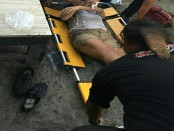 Evakuasi korban Ni Ketut Resminiati usai gagal melakukan upaya bunuh diri di Renon, Denpasar, Senin, 5 September 2016 - foto: Istimewa