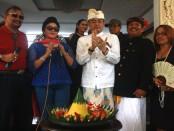 Anggota Komite III DPD RI Bali, Dr. Shri I Gusti Ngurah Arya Wedakarna MWS III, saat bertemu dengan Penglingsir Puri Pemecutan dan tokoh pluralis Puri Gerenceng, Anak Agung Ngurah Agung, Rabu, 31 Agustus 2016 - foto: Wahyu Siswadi/Koranjuri.com