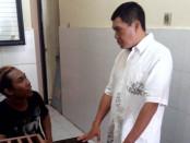 Pelaku diperiksa oleh petugas dari Polresta Denpasar dan Polsek Kuta Selatan - foto: Istimewa