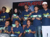 Antrabez atau Anak Terali Besi yang merupakan grup band binaan Lapas Kelas IIA Kerobokan, Denpasar. Antrabez merilis Album musikalisasi berjudul 'Saatnya Berubah' yang berisi 6 buah lagu - foto: Wahyu Siswadi/Koranjuri.com