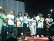 Personil Antrabez saat menggelar konser launching album perdana berjudul 'Saatnya Berubah' di Lapas Kkerobokan, Jumat 28 Oktober 2016 - foto: Wahyu Siswadi/Koranjuri.com