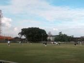 Laga pembuka turnamen sepak bola Bupati Badung Cup I antara Pesanku Kuta kontra Ultra Pecatu di di lapangan Gelora Samudra, Minggu, 23 Oktober 2016 - foto: Istimewa