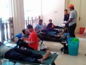 Aksi donor darah mewarnai peringatan HUT Partai Golkar ke 52, yang diselenggarakan oleh DPD Partai Golkar Kabupaten Purworejo, Minggu (20/11) – Sujono/Koranjuri.com