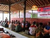 Dialog antara tokoh masyarakat dan Rohaniwan yang diinisiasi Kapolres Kebumen, AKBP Alpen, SH, SIK, MH , untuk menjaga perdamaian - foto: Sujono/Koranjuri.com