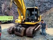 Alat berat yang gearnya hilang digasak maling - foto: Sujono/Koranjuri.com