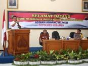 Menteri PAN- RB, Asman Abnur saat melakukan kunjungan ke Polres Kebumen, Selasa (27/12) – foto: Sujono/Koranjuri.com