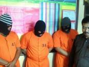 Tiga tersangka pengedar dan kurir narkoba diamankan tim Buser Sat Res. Narkoba Polresta Denpasar, Rabu, 21 Desember 2016 - foto: Suyanto