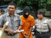 Nofiansyah (24) asal Bima yang merupakan pelaku pencurian kendaraan bermotor dengan modus mengambil sepeda motor saat kuncinya nyantol - foto: Suyanto