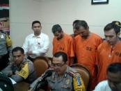 Tiga orang berkewarganegaraan Turki ditangkap Polresta Denpasar saat merencanakan pembobolan ATM dengan alat  berupa skimmer - foto: Suyanto