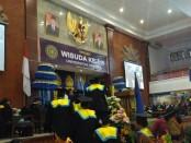 Universitas Udayana menggelar wisuda ke-119 dengan jumlah wisudawan yang dilepas sebanyak 1.429 orang di Gedung Widya Saba, Kampus Universitas Udayana, Jimbaran Sabtu, 3 Desember 2016 - foto: Istimewa
