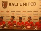 Manager Coach Bali United saat memperkenalkan rekrutan baru yang akan memperkuat Bali United pada kompetisi resmi 2017, Kamis, 5 Januari 2017 - foto: Wahyu SIswadi/Koranjuri.com
