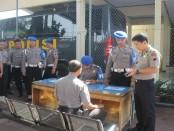Pemeriksaan senjata personel Polres Kebumen oleh Propam, Rabu (18/1) - foto: Sujono/Koranjuri.com