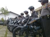 13 sepeda motor dan 1 unit mobil Rantis Rescue Sabhara bantuan Polda Jateng yang diterima Polres Purworejo – foto: Sujono/Koranjuri.com